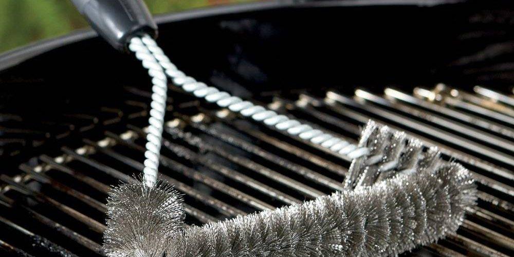 Faire un barbecue en hiver : bien choisir une brosse weber et une glacière principale